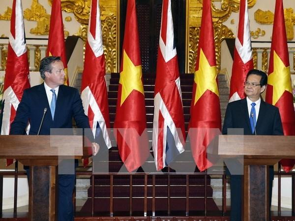 英国首相戴维·卡梅伦圆满结束对越南进行的正式访问 hinh anh 1