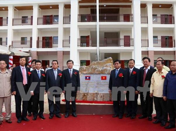 越南举行老挝琅南塔省汶普卡高中学校落成暨移交仪式 hinh anh 1
