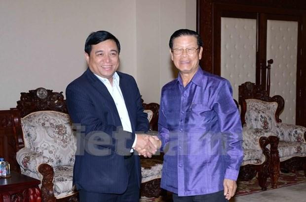 老挝副总理宋萨瓦·凌沙瓦会见越南计划投资部代表团 hinh anh 1