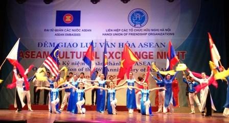 越南加入东盟20年回顾与展望 hinh anh 3