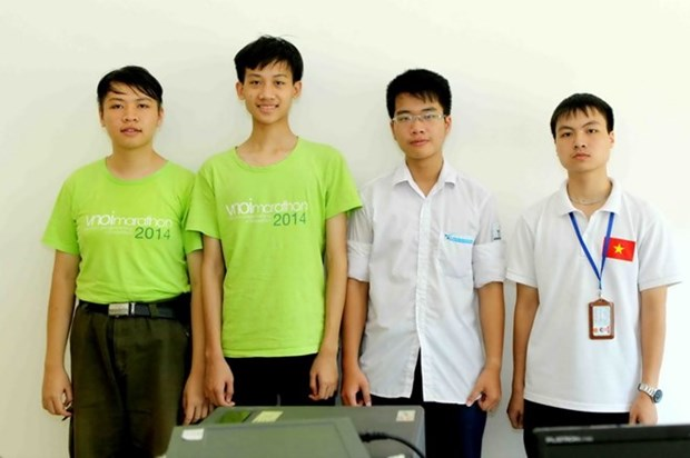 参加2015年国际信息学奥林匹克竞赛的四名越南学生均获奖 hinh anh 1