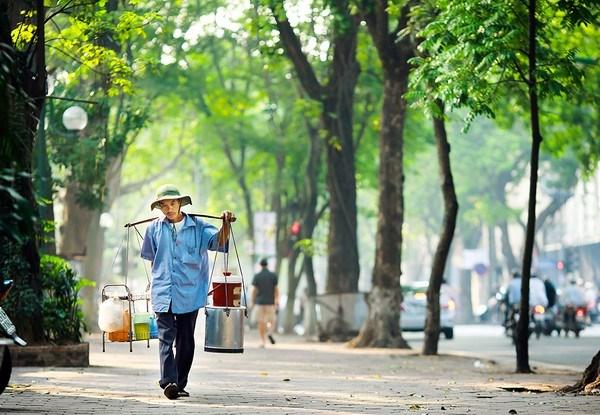 越南河内和那些沿街叫卖小贩 hinh anh 1