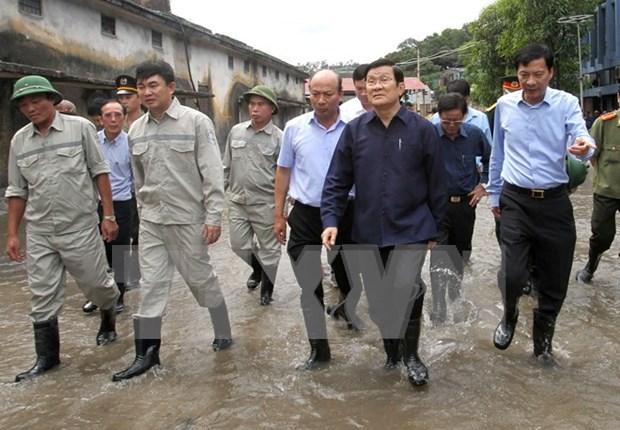 越南国家主席张晋创赴广宁省视察灾情并指导救灾工作 hinh anh 1
