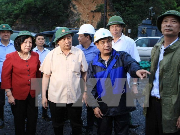 阮春福副总理:绝不让受灾群众受饥挨饿和染上疾病 hinh anh 1