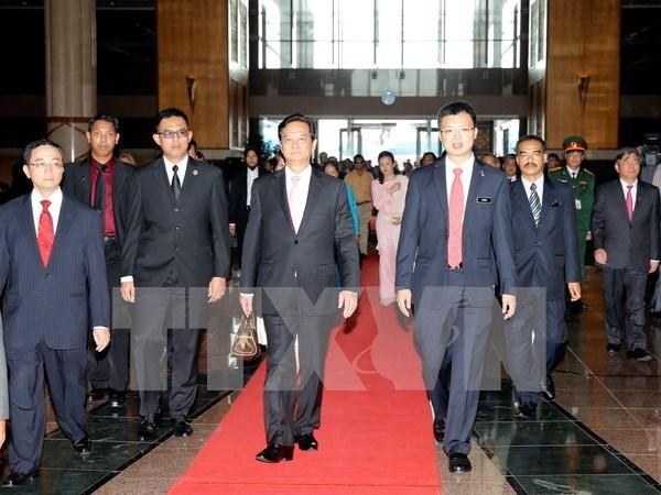 越南政府总理阮晋勇一行抵达吉隆坡开始对马来西亚进行正式访问 hinh anh 1