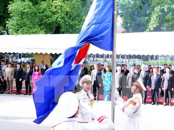东盟旗升旗仪式在河内举行 hinh anh 1