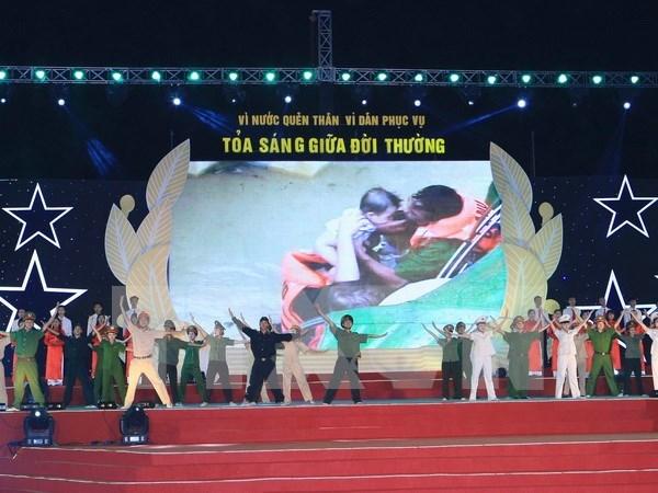 越南各地举行多项活动 庆祝人民公安传统日70周年 hinh anh 1