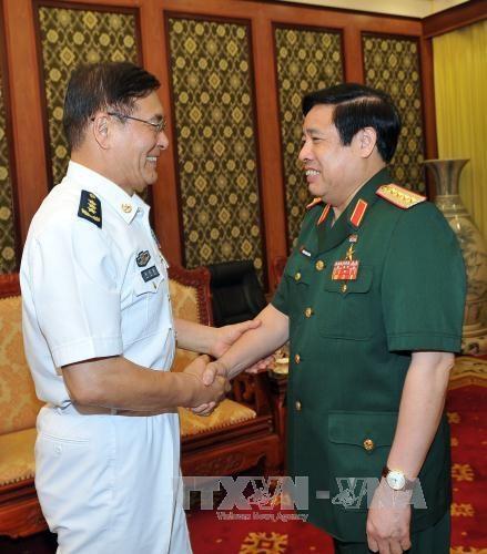 越南国防部长冯光青会见中国国防部代表团 hinh anh 1