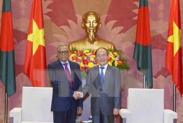 越南国会主席阮生雄会见孟加拉国总统哈米德 hinh anh 1