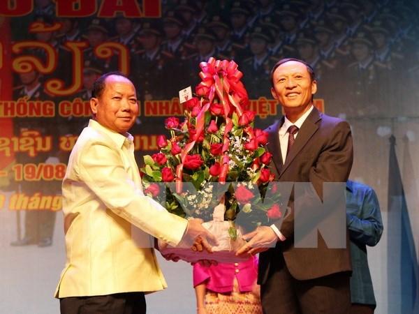 越南人民公安传统日70周年招待会在老挝举行 hinh anh 1