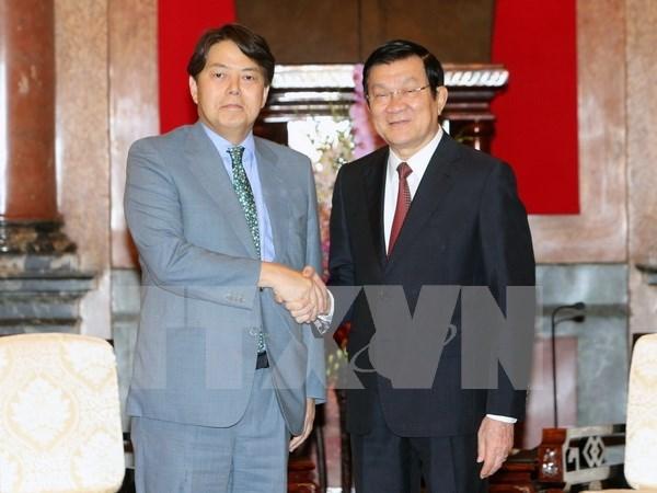越南国家主席张晋创会见日本农林水产大臣 hinh anh 1