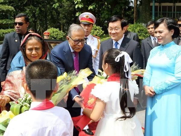 孟加拉国总统圆满结束对越南进行的国事访问 hinh anh 1