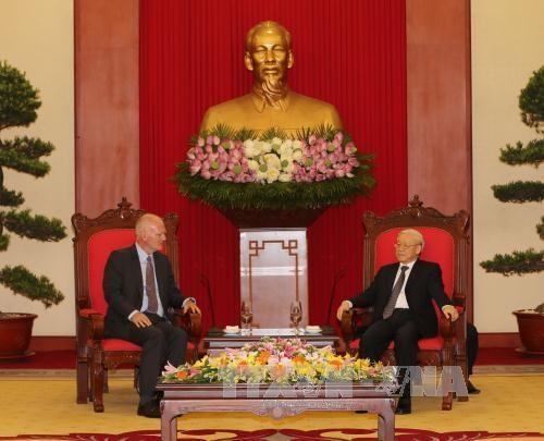 越共中央总书记阮富仲会见欧盟常驻越南代表团团长法兰兹•叶森大使 hinh anh 1