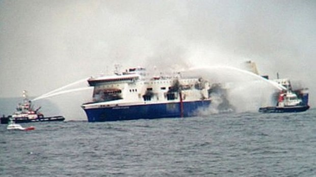 菲律宾一艘渡轮抵港后发生火灾2名工作人员受伤 hinh anh 1