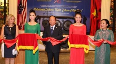 热闹非凡的美国越南文化节 hinh anh 1