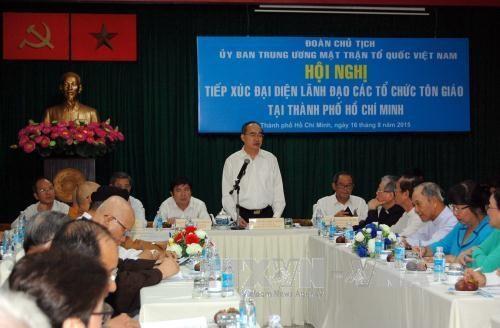 越南祖国阵线中央委员会主席团与胡志明市各宗教代表会面 hinh anh 1