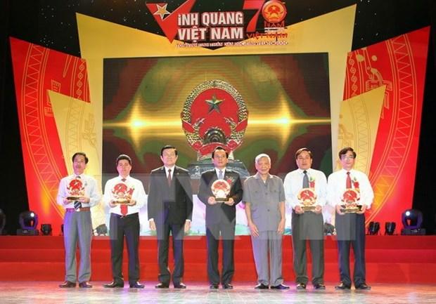 """越南国家主席张晋创出席2015年""""光荣越南""""活动 hinh anh 1"""