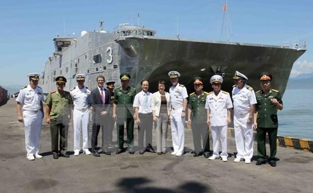 美国两艘医院船与高速运输船访问岘港市 hinh anh 1