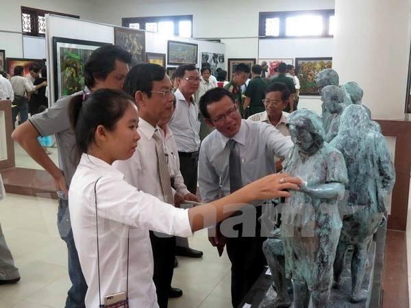 第20次越南中部和西原地区美术展展示200多件作品 hinh anh 1