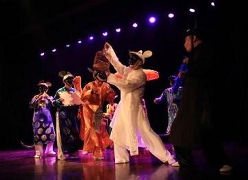 越南国家剧院表演的《老鼠嫁女》儿童戏曲颇受马来西亚观众的欢迎 hinh anh 1
