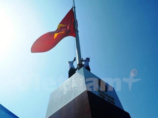 广宁省:东北地区前哨岛祖国旗台竣工 hinh anh 1