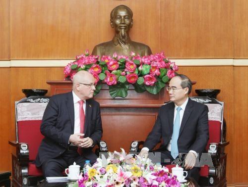 越南祖国阵线中央委员会主席会见德国客人 hinh anh 1