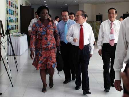 越南国会主席阮生雄会见世行驻越首席代表维多利亚 hinh anh 1