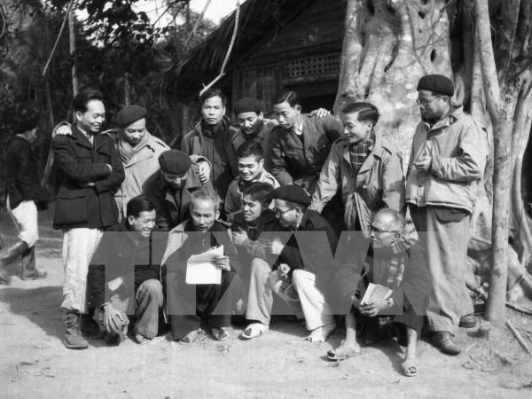 """""""越南国家70周年发展历程""""资料展亮相河内 hinh anh 1"""