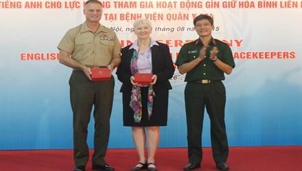 越南努力提高参加联合国维和力量的英语水平 hinh anh 1