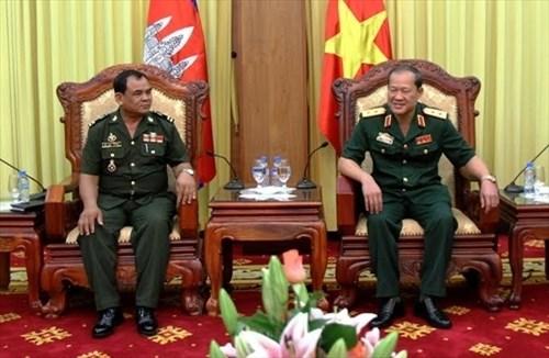 越柬军队加强机要工作的合作 hinh anh 1