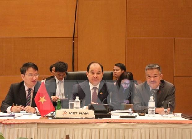 东亚国家加强地区合作推动经济发展 hinh anh 1