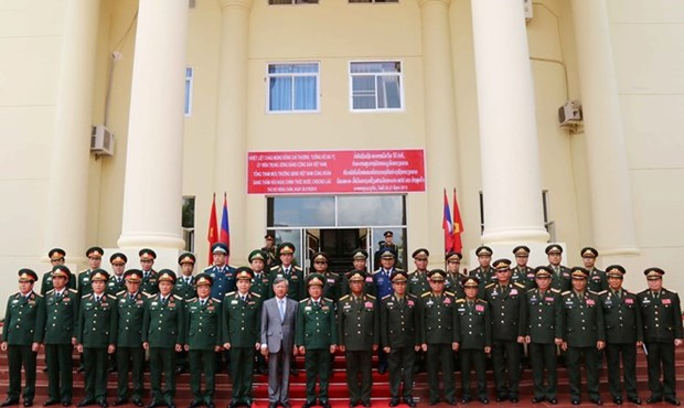越南人民军高级代表团对老挝进行正式访问 hinh anh 2