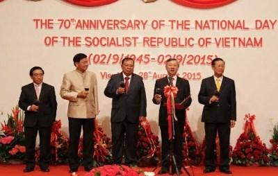 越南驻各国大使馆纷纷举行仪式庆祝九•二国庆70周年 hinh anh 1