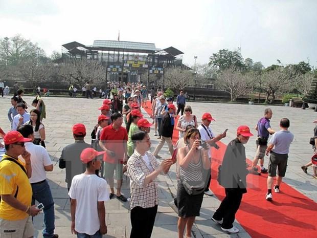 2015年前8个月承天顺化省接待游客量达近210万人次 hinh anh 1