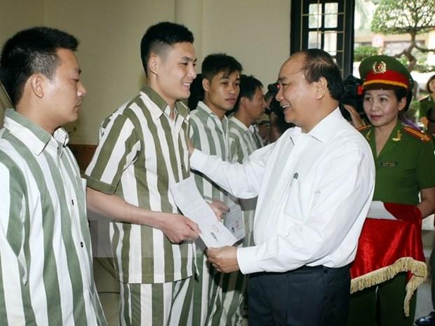 阮春福副总理出席河内市青春监狱2015年主席特赦令公布仪式 hinh anh 1