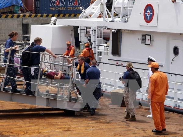 """美国""""仁慈""""号医院船圆满结束对越南岘港的访问 hinh anh 1"""