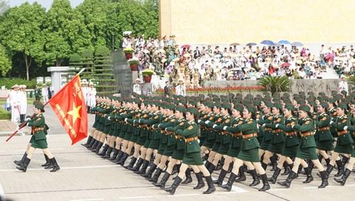庆祝九·二国庆70周年的盛大阅兵和游行活动在巴亭广场举行 hinh anh 7