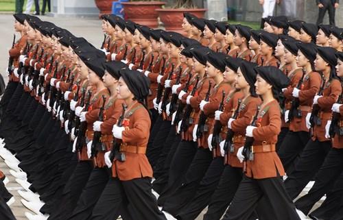 庆祝九·二国庆70周年的盛大阅兵和游行活动在巴亭广场举行 hinh anh 9