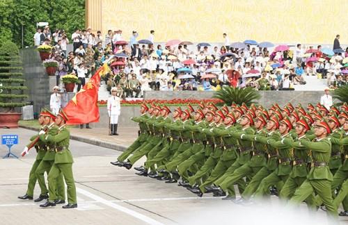 庆祝九·二国庆70周年的盛大阅兵和游行活动在巴亭广场举行 hinh anh 5