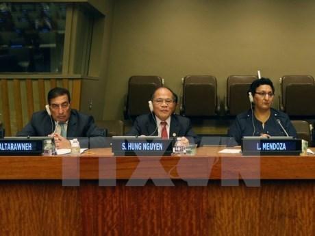 越南国会主席阮生雄共同主持第四次世界议长大会的专题辩论会 hinh anh 1