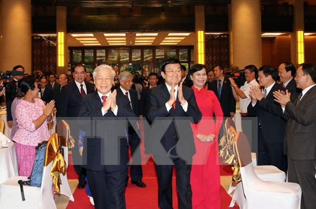 越南党、国家领导人举行国庆70周年招待会 hinh anh 1