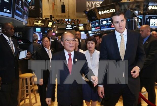 越南国会主席阮生雄走访纽约证券交易所和世界贸易中心 hinh anh 1