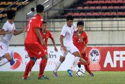 2015年东南亚U19足球锦标赛:越南队以4比0击败老挝队晋级决赛 hinh anh 1