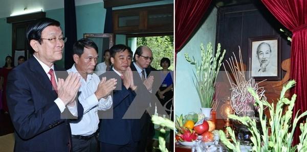 越南国家主席张晋创向胡伯伯敬香 hinh anh 1