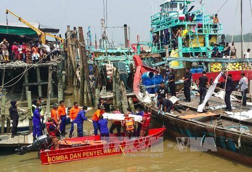 一艘前往印尼偷渡船在马来西亚海域沉没至少14人死亡 hinh anh 1