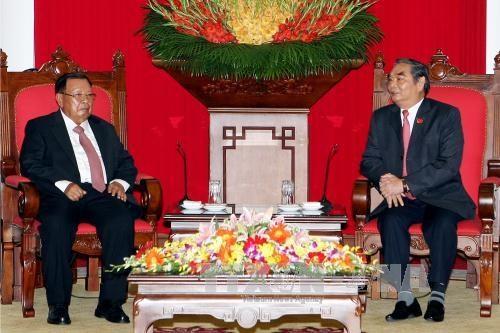 越共中央书记处常务书记黎鸿英会见老挝高级代表团 hinh anh 1
