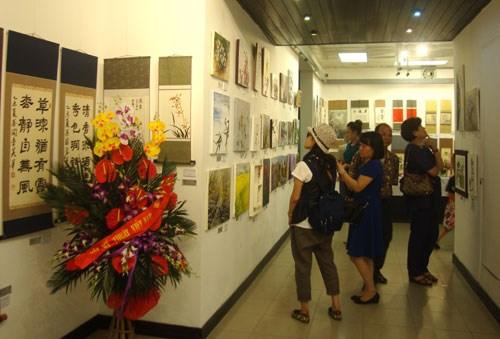 2015年越南-韩国美术交流展在河内开展 hinh anh 1
