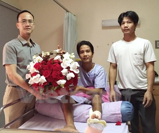 泰国爆炸案中受伤的越南公民康复出院并回国 hinh anh 1