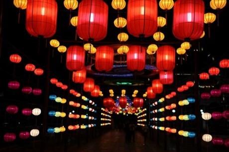 岘港灯笼街创下越南最长灯笼街记录 hinh anh 1