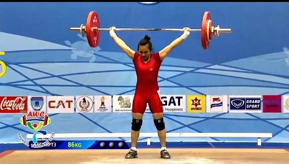 2015年亚洲举重锦标赛:越南运动员夺得两枚金牌 hinh anh 1